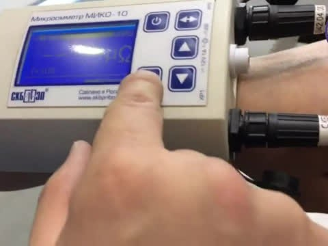 Демонстрация работы микроомметра МИКО-10 на ножевом разъединителе