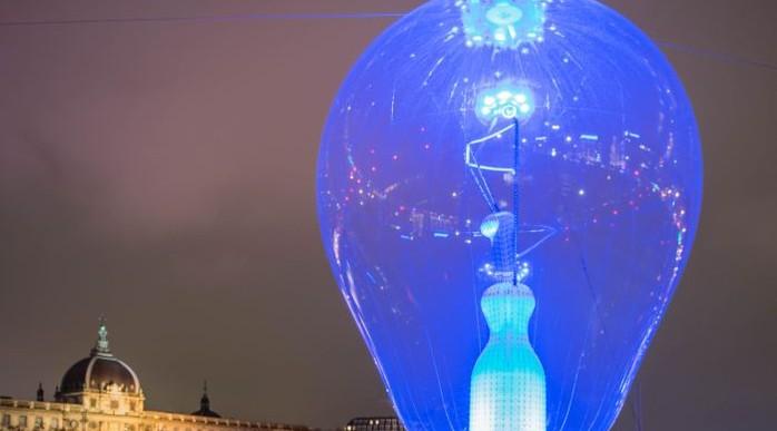 Philips создала 80-метровую инсталляцию в рамках Фестиваля света в Лионе