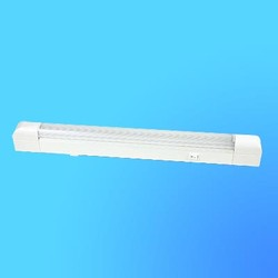 Светильник люмин. Camelion WL-3011 15 W 220V 518х35х67 mm с выключ, пластик плафон, тип лампы T8/G13