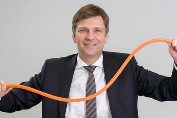 www.elec.ru