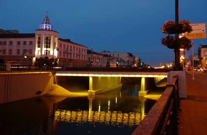 Власти Казани обещают вернуть брусчатку на Лебедевский мост через ... | 444x680