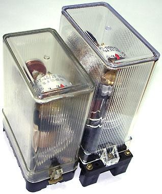 Реле тока серий РТ 40, РТ 140 применяются в схемах релейной защиты.