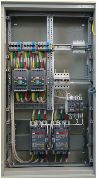 Шкафы автоматического включения резервом с ручным и автоматическим управлением.  АВР на 2 ввода...