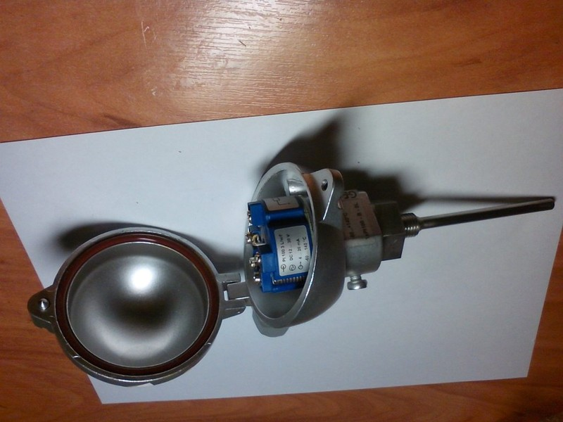 Датчик температуры вкручиваемый с токовым выходом для чиллера GRASSO.  Используется для измерения температуры жидкого...
