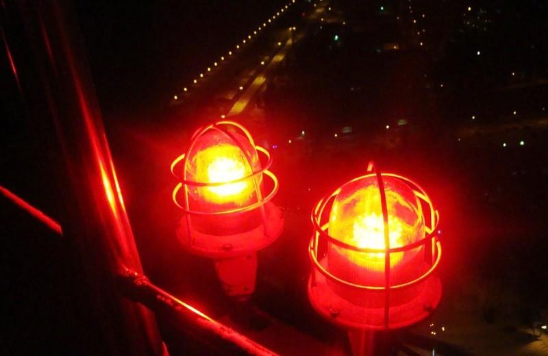 Сигнальные огни на вертолётной площадке.