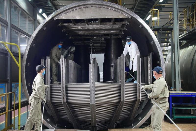 На Атоммаше первый парогенератор для АЭС Руппур укомплектован теплообменниками