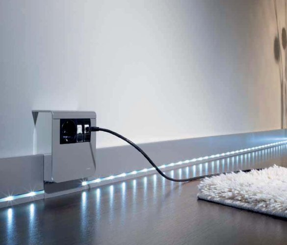 Плинтус SL с LED подсветкой от компании HAGER