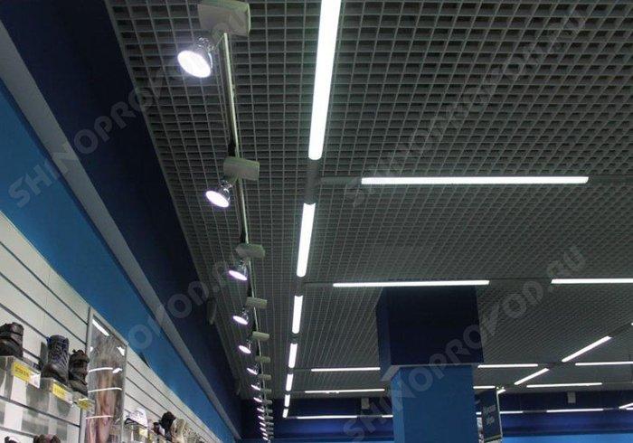 осветительная система в магазине