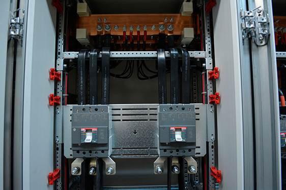 Коммутация гибкой изолированной шиной отходящих автоматов