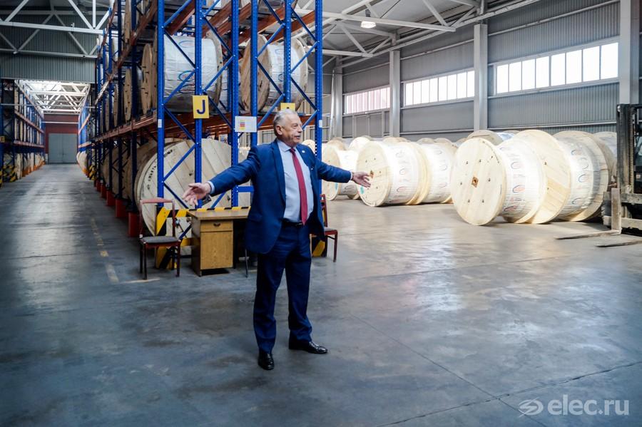 Евгений Васильев на складе