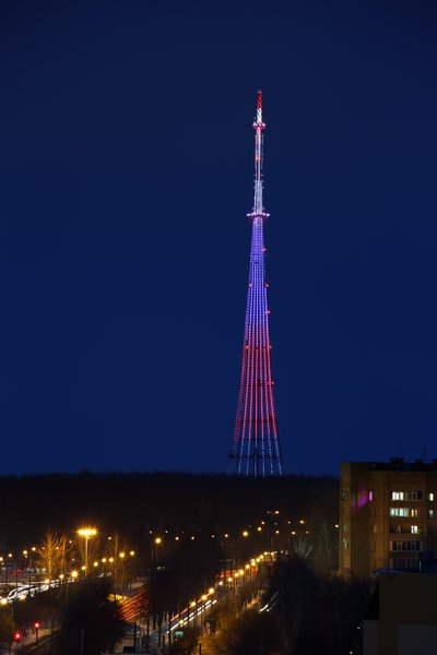 Телевизионная башня переливается 16 миллионами цветов Philips